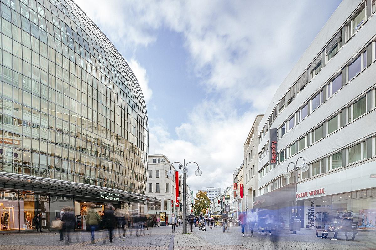 Unter anderem auf der Kölner Schildergasse wurden Interviews mit zahlreichen Passant*innen geführt.